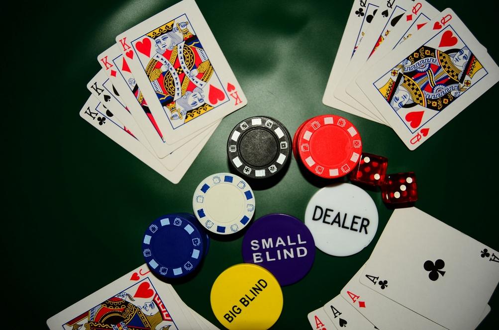 Menyeimbangkan Optimisme dan Pesimisme Taruhan Poker Pulsa